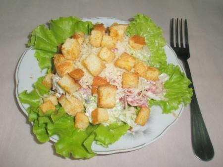 Салат с кириешками и сыром. Варианты и советы