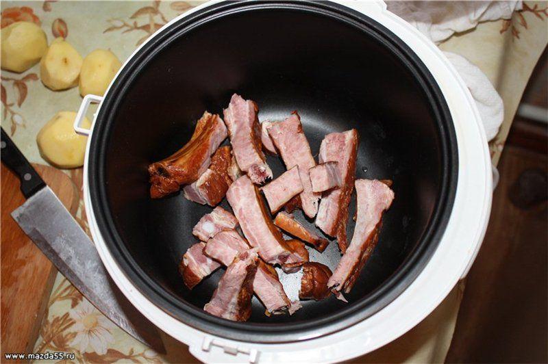 Сварить гороховый суп с копчеными ребрышками в мультиварке