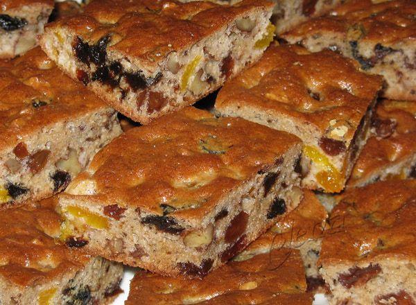 Когда-то встретила в инете рецепт такой выпечки, очень понравилась идея с песочным корпусом для пирога, начинки можно в такие пироги любые сделать как сладкие так и несладкие, я пока экспериментирую со сладкими.