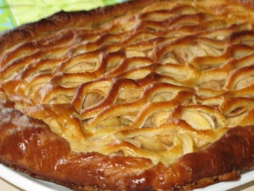 Открытый пирог с яблоками на дрожжевом тесте рецепт