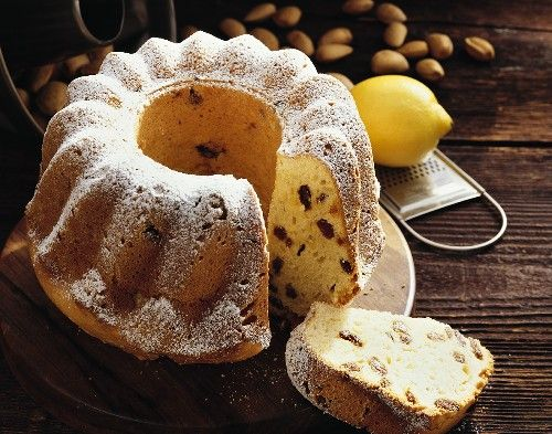 Пирог на кефире с изюмом и орехами