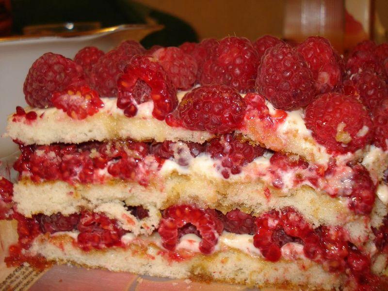 Пирог бисквитный с малиновым вареньем рецепт с