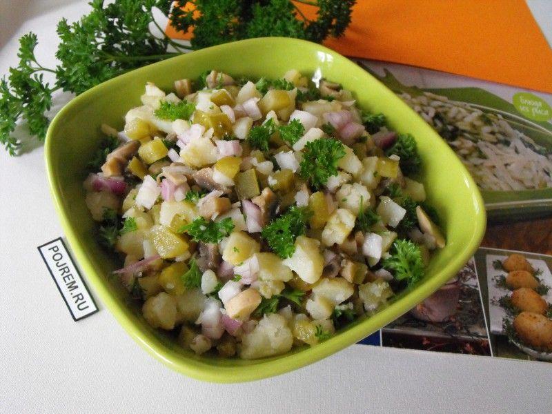 Салат с солеными огурцами с