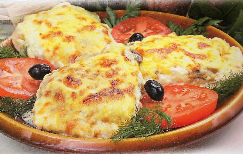 Мясо по-французски из куриного филе с помидорами в духовке рецепт